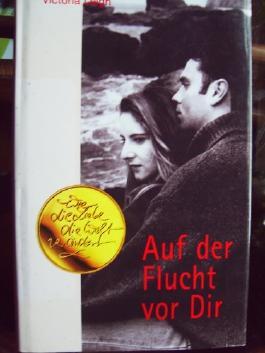 Leidenschaftlicher Falke / Auf der Flucht vor Dir / 2 Romane