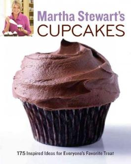 Martha Stewart's Cupcakes: 175 Inspired Ideas for Everyone's Favorite Treat[ MARTHA STEWART'S CUPCAKES: 175 INSPIRED IDEAS FOR EVERYONE'S FAVORITE TREAT ] By Stewart, Martha ( Author )Jun-02-2009 Paperback