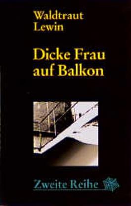 Dicke Frau auf Balkon