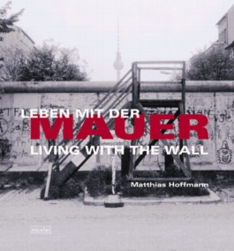 Leben mit der Mauer. Living with the Wall