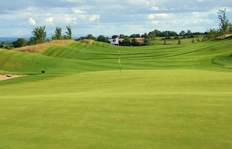 Once popular Irish golf club CLOSES DOWN as £1.3 million debt is sold