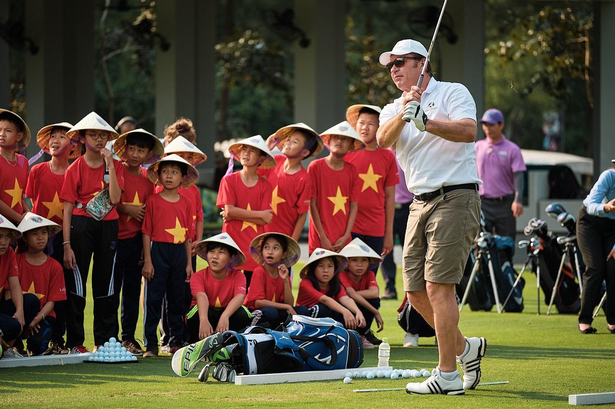 Sir Nick Faldo offers golf fans the chance to 'Live like a Legend'