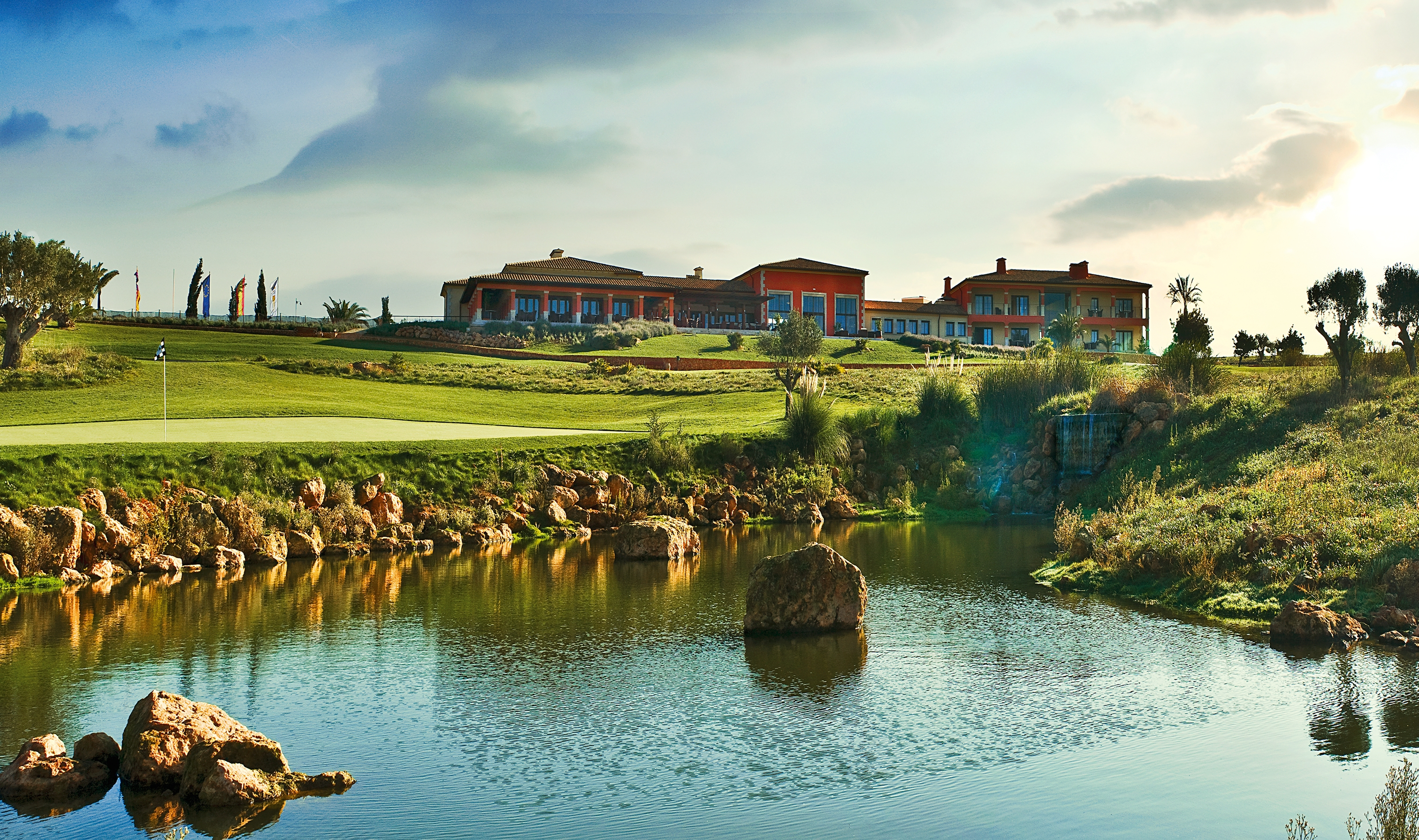 The 18th green in front of the Son Gual clubhouse