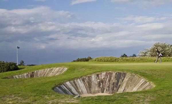 Distinctive sleepered bunkers