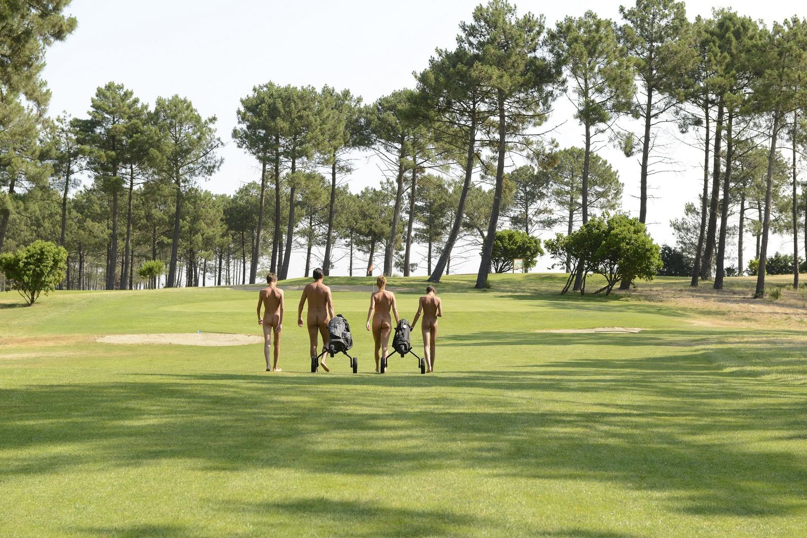 Nude golf at La Jenny Golf Course - 4moles