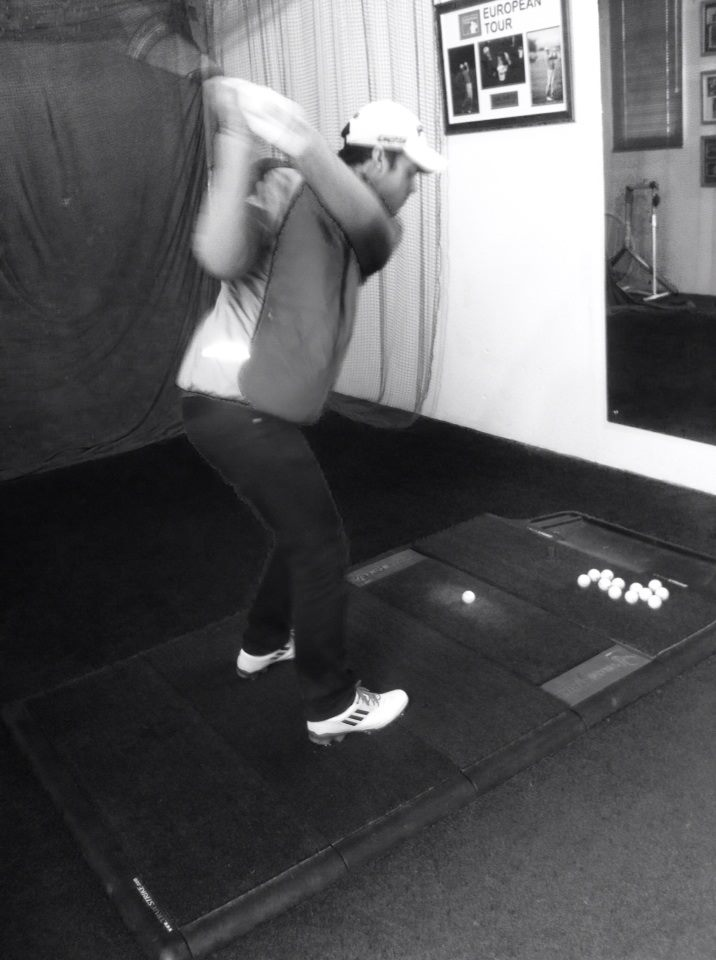 Golfmagic staff writer Charlie Lemay in the practice studio with Flightscope data