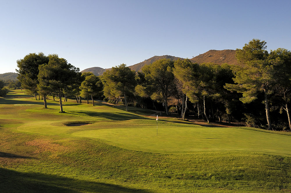 Par-5 15th at La Manga West