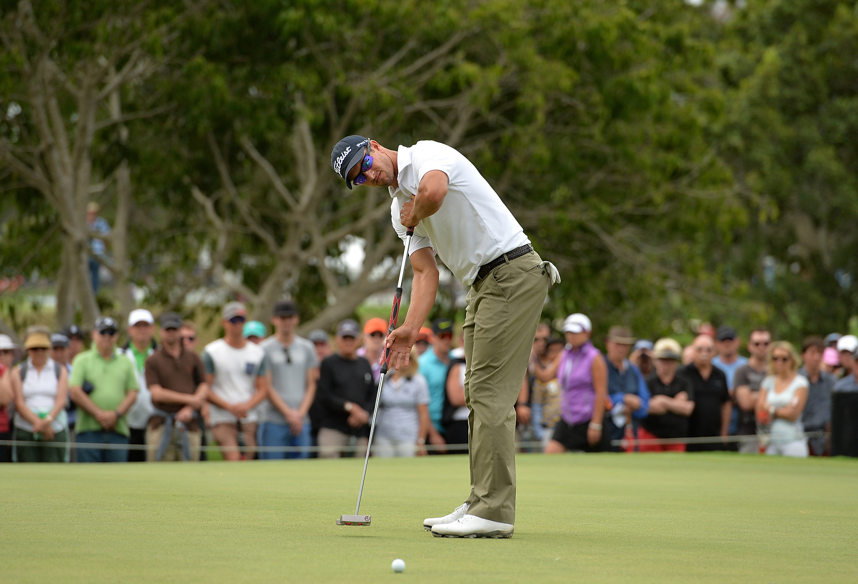 Scott switched to a short putter for three events before reverting to the broom-handle flat stick (Photo: Getty Images)
