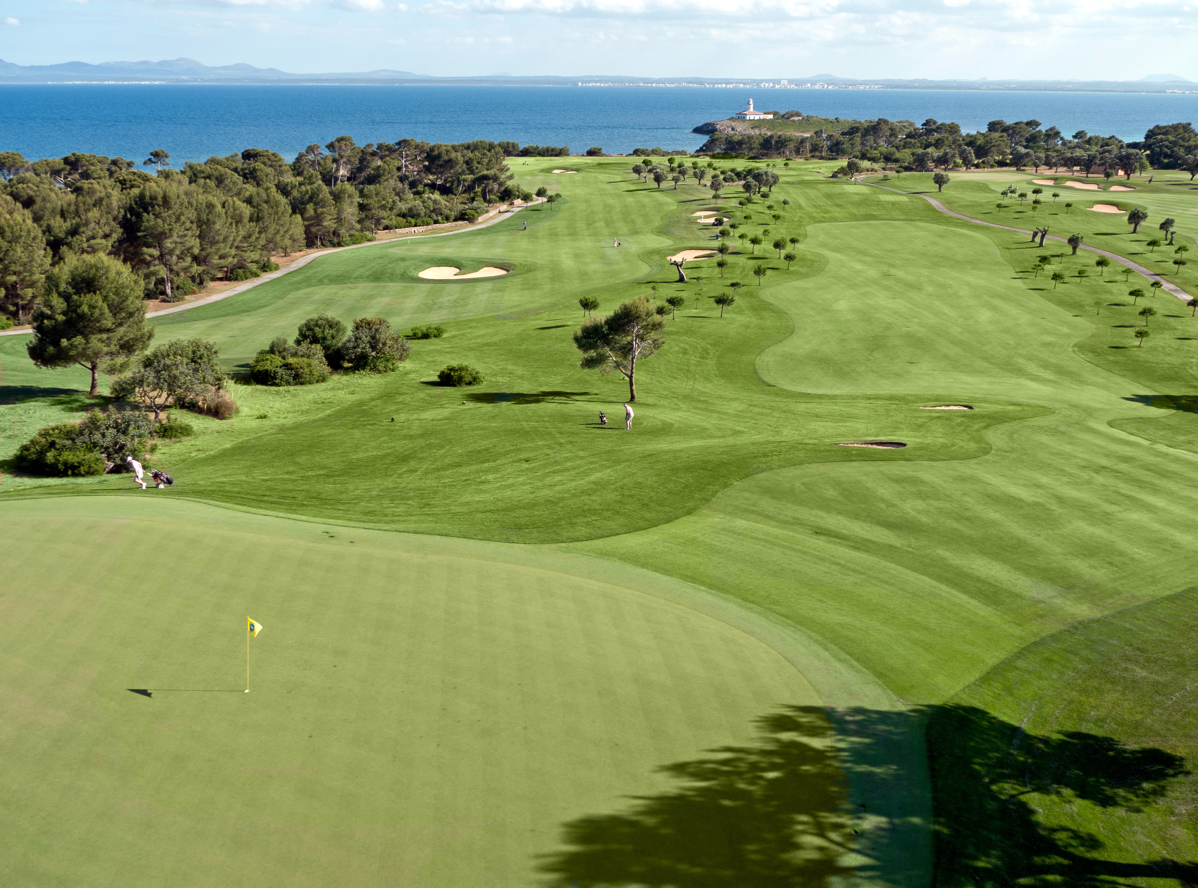 The course slopes towards the Mediterranean with sea views on 17 holes