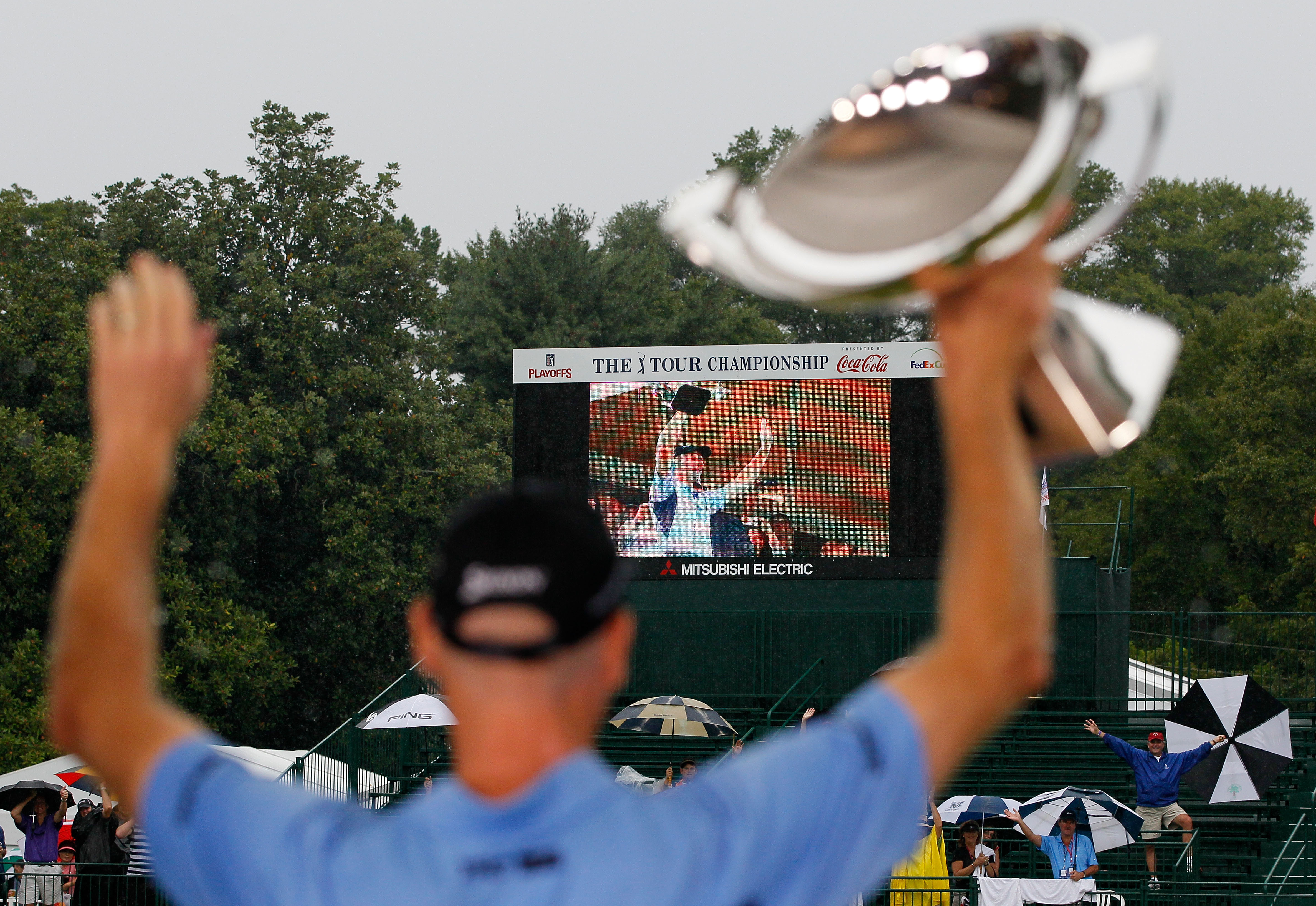 Jim Furyk celebrates after winning the 2010 FedEx Cup (Photo by Kevin C. Cox/Getty Images)