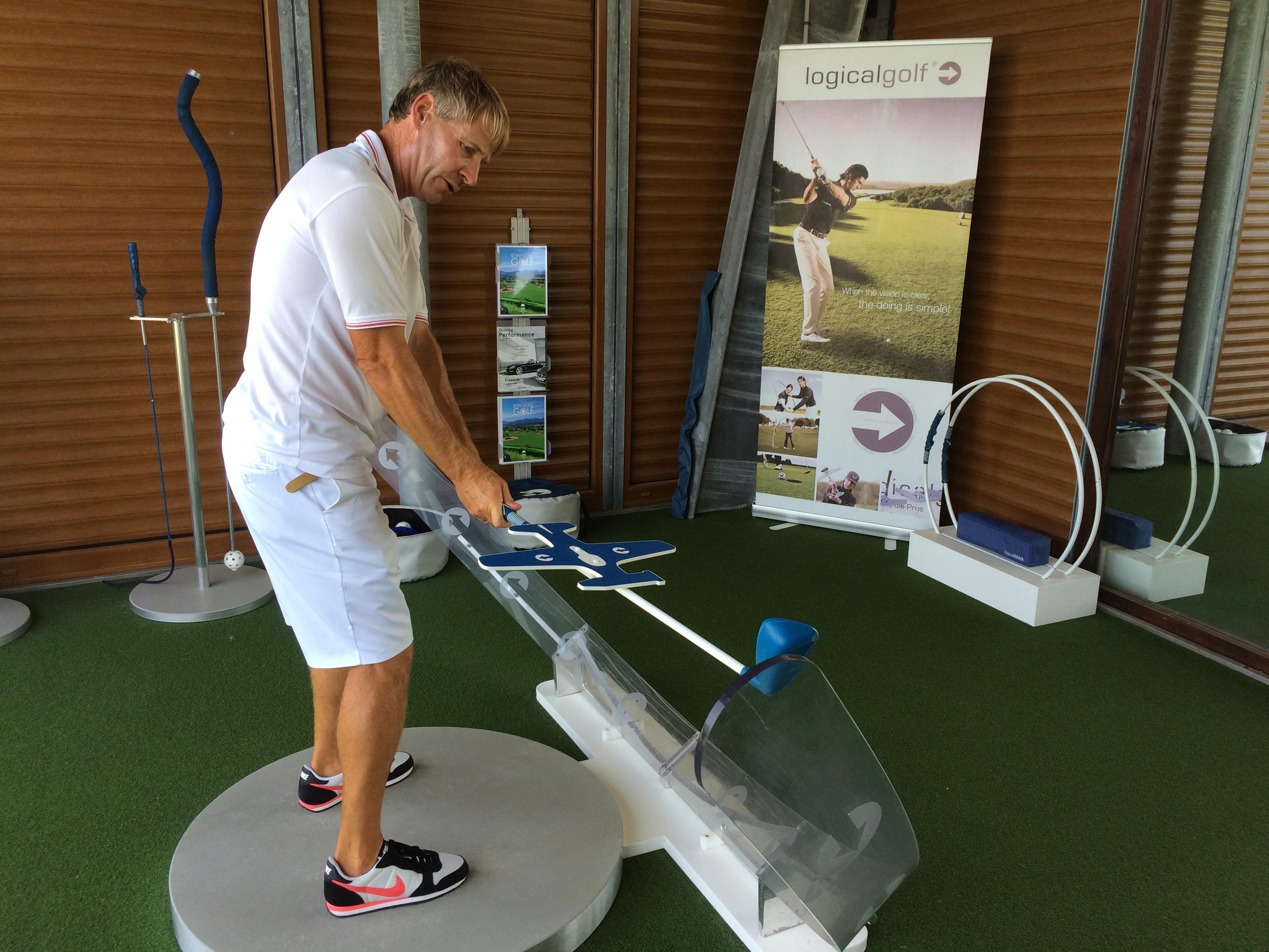 Son Gual pro Tim Holroyd explains the backswing in his Logicalgolf centre