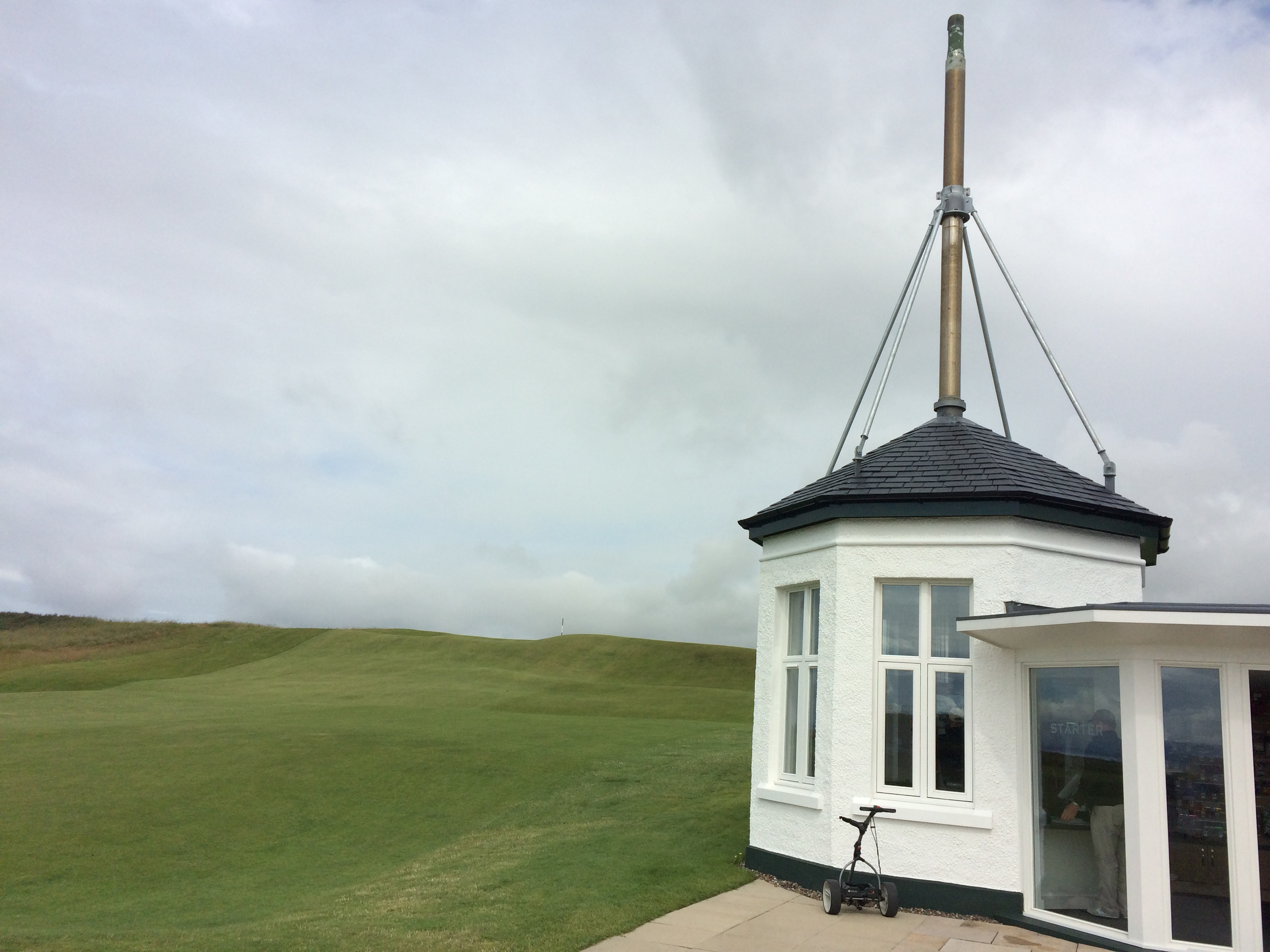 The periscope has been re-housed in in Elie's new starter's hut