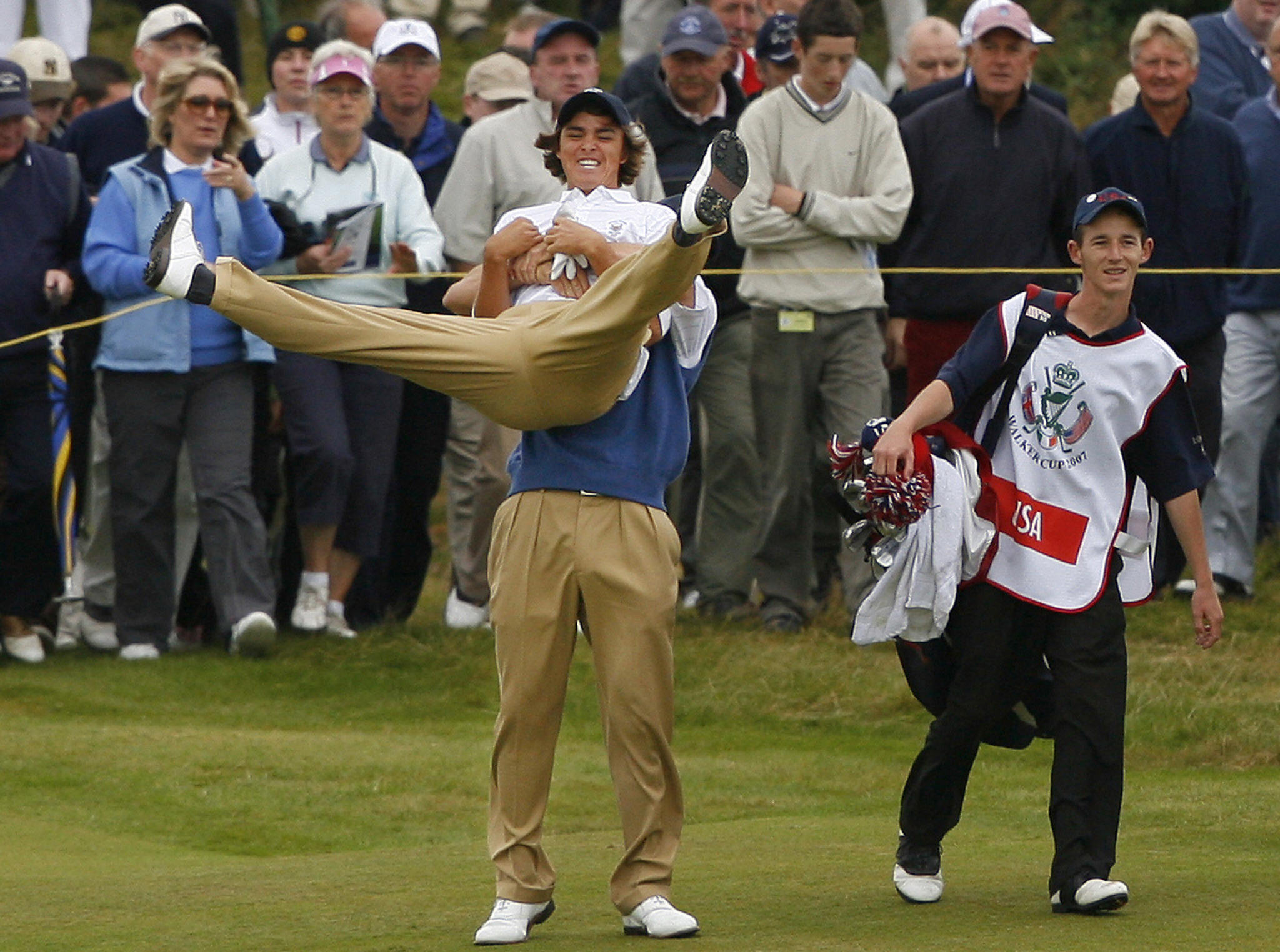 Billy Horschel lifts Rickie Fowler after the Californian chips in during the 2007 Walker Cup (Photo: PETER MUHLY/AFP/Getty Images)