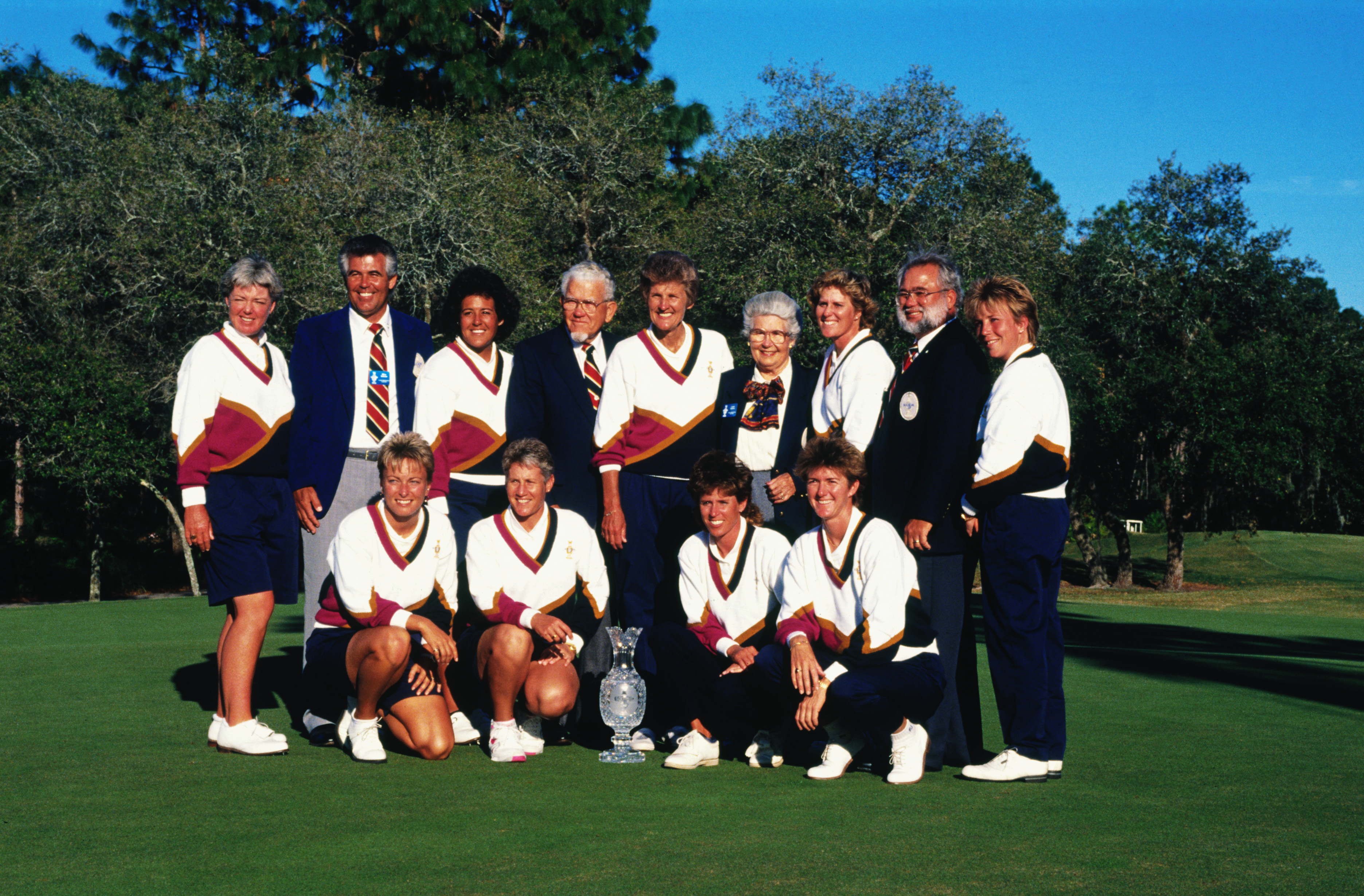 A victorious US team after triumphing in the inaugural Solheim Cup (Photo: Getty Images)