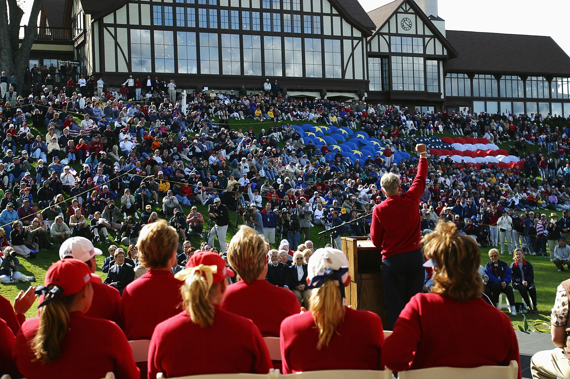 Both teams took turns leading the Solheim Cup in 2002 (Photo: Getty Images)