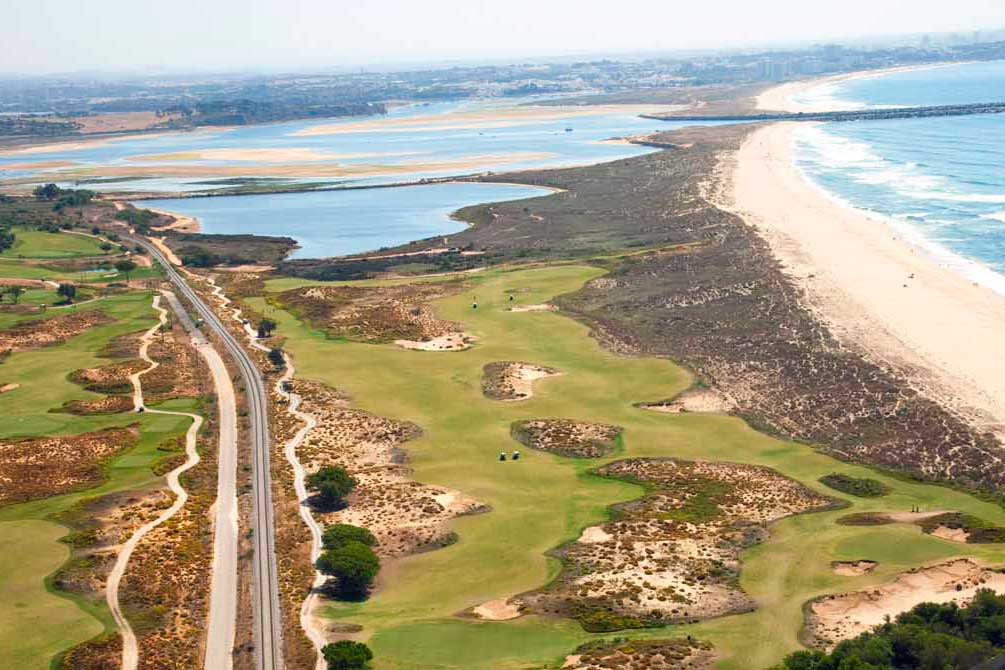The Praia Course at Onyria Palmares offers spectacular views