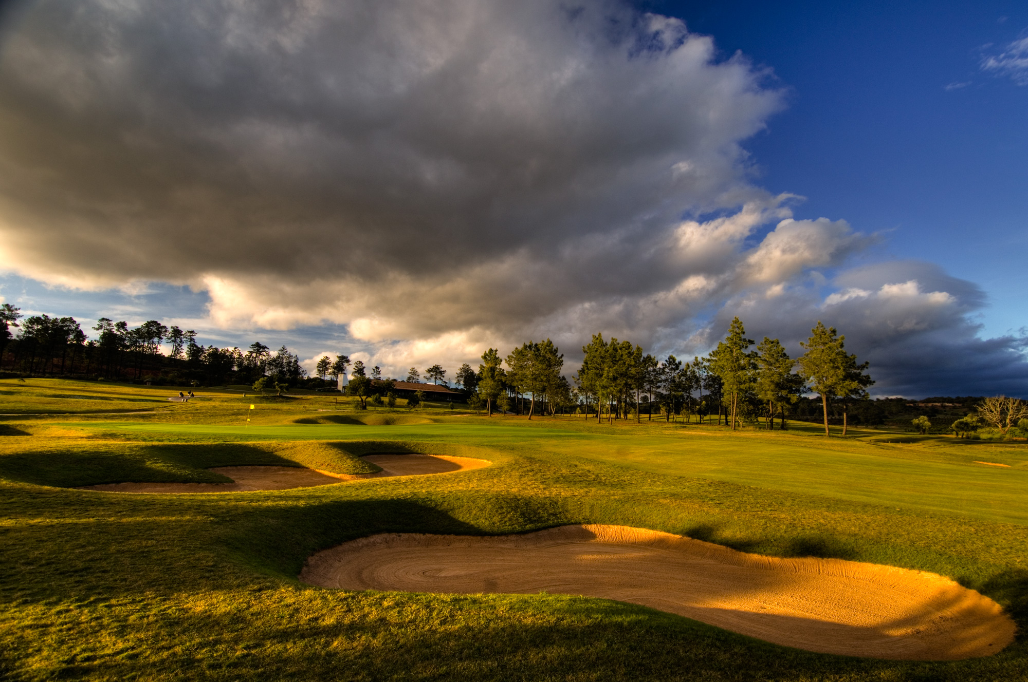 Morgado features Scottish-style bunkers