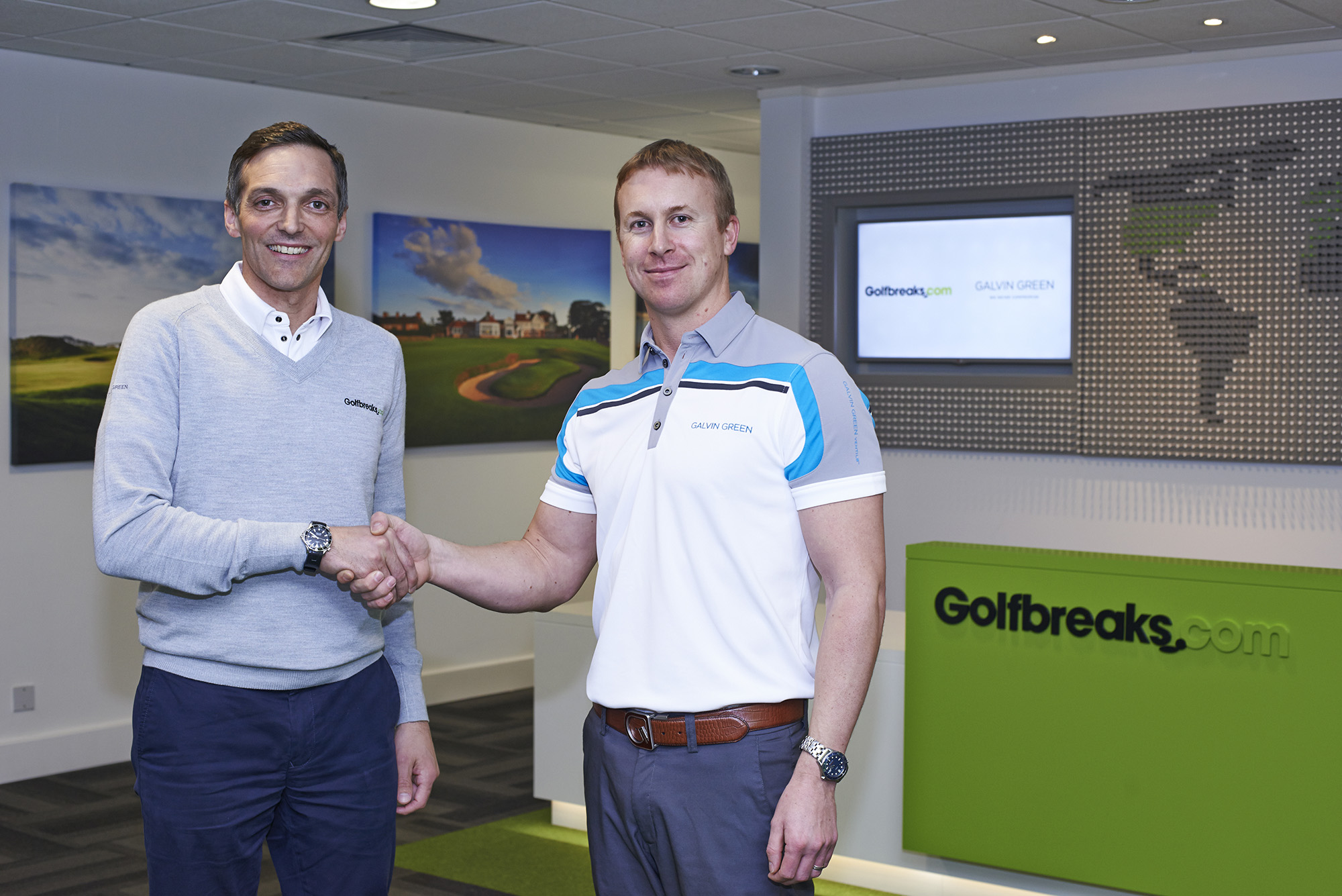 Golfbreaks.com's Keith Mitchell shakes hands with Galvin Green's Greg Pearse