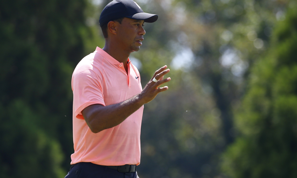 Tiger Woods drains eagle at 18th to tie lead at Tour Championship