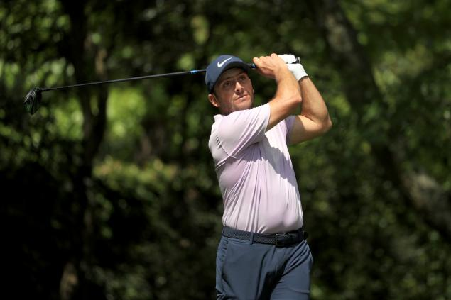 Woods trails Molinari by two heading into Masters final round