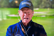 Golf fans react to Tom Watson's VERY STRANGE way of wearing Apple Earpods!