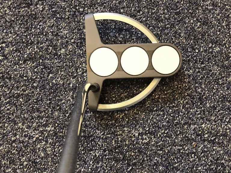 Cheap putters for sale on eBay, all going for less than £30