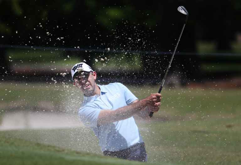 Charl Schwartzel shows exactly how to get out a plugged lie