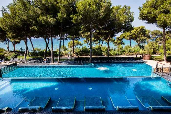 Lumine Beach Club reopens after €95,000 renovation