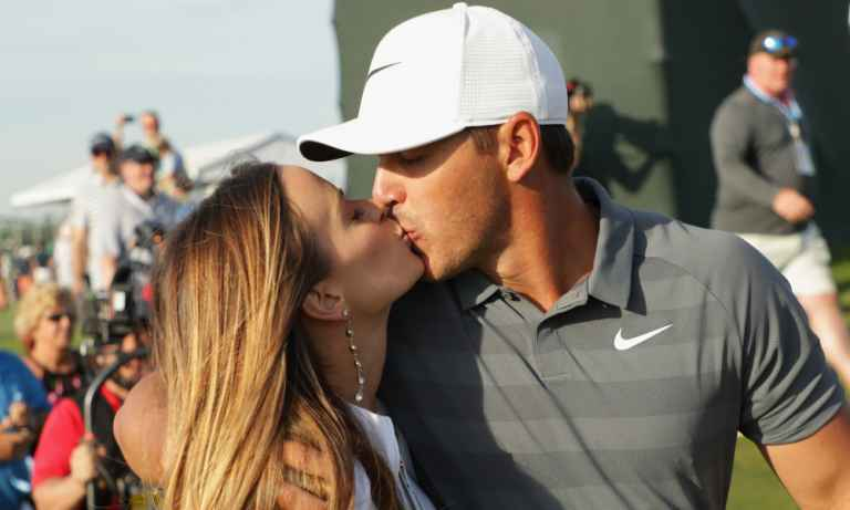 WATCH: Brooks Koepka finally gives Jena Sims her pre-round major kiss!