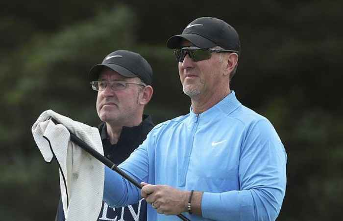 David Duval scores a 13 on the 7th at the Open