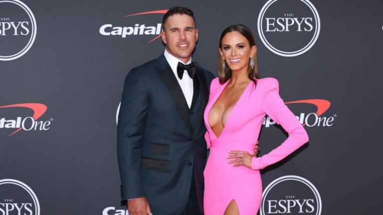 Jena Sims makes fun of her revealing ESPY's outfit