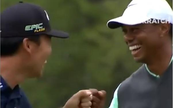 Tiger Woods and Kevin Na both run in their putts at 17