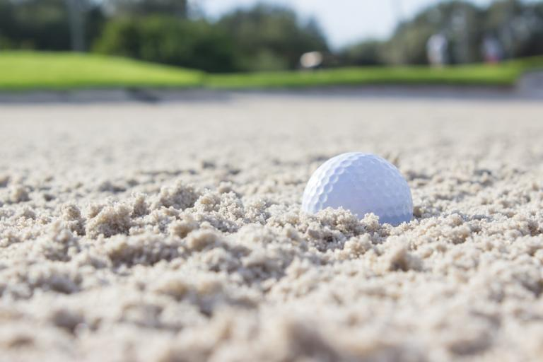 Golfer loses US Amateur match after his caddie touches the sand!