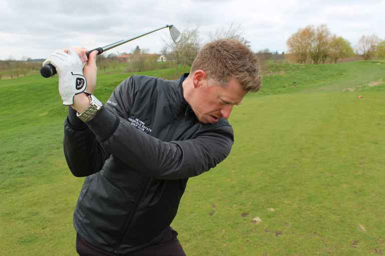 How to grip the golf club: Step by step guide