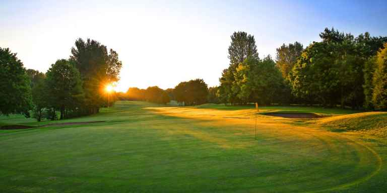 WIN 1 night, 1 round prize for 2 people with Golf Escapes!