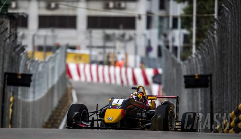 F3: Ticktum snatches late Macau GP pole from Ilott