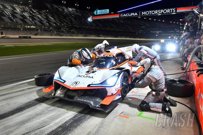 Sportscars: Cadillac/Acura battle rages through the night at Daytona