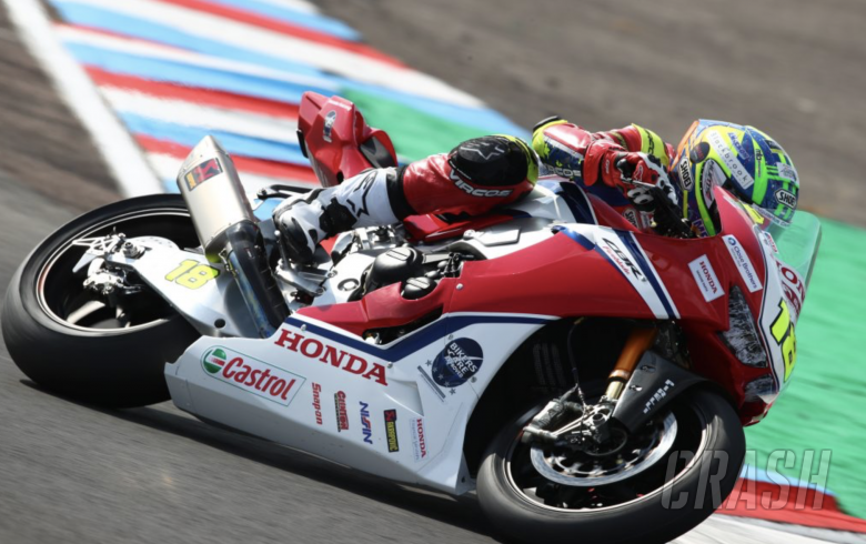 Irwin leads wet warm-up at Donington Park