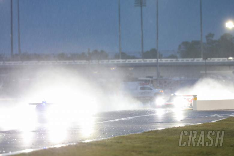 Sportscars: Taylor leads, rain persists entering final 3h of Rolex 24