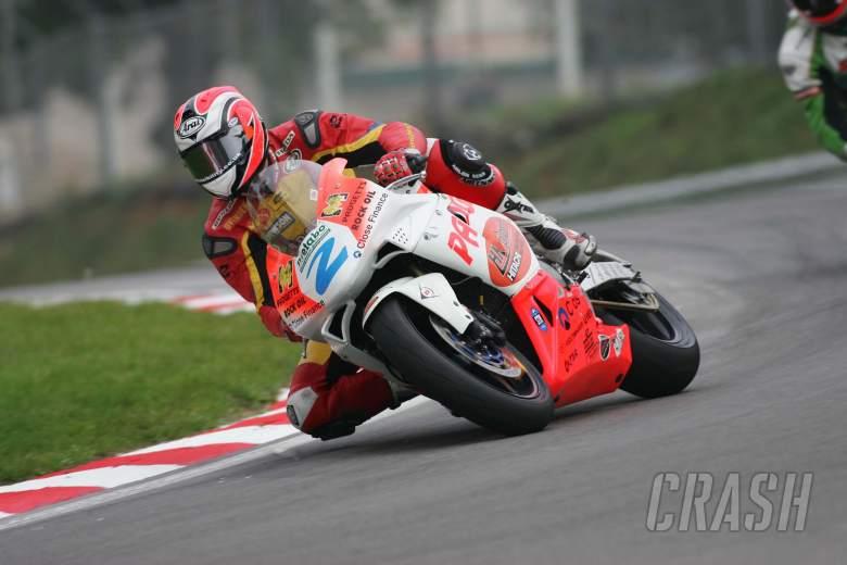 British Superbikes Brands Hatch 07/10/05. Supersport rider Leon Camier, Padgetts Honda.