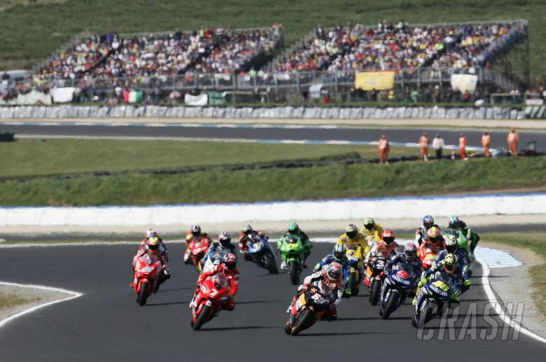 Hayden leads Rossi, Checa etc at start, Australian MotoGP race, 2005