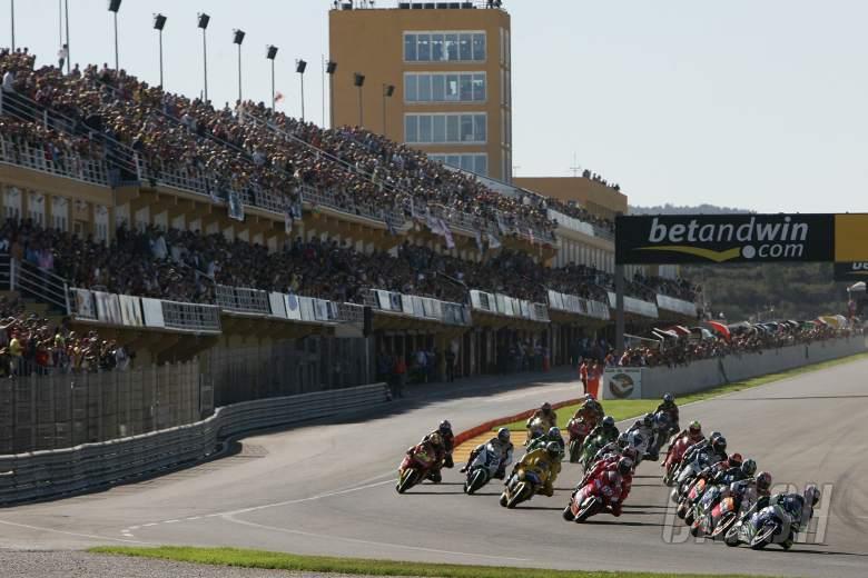 Melandri leads start of Valencia MotoGP Race, 2005