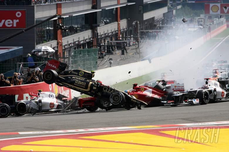 02.09.2012- Race, Start of the race, Crash, Romain Grosjean (FRA) Lotus F1 Team E20