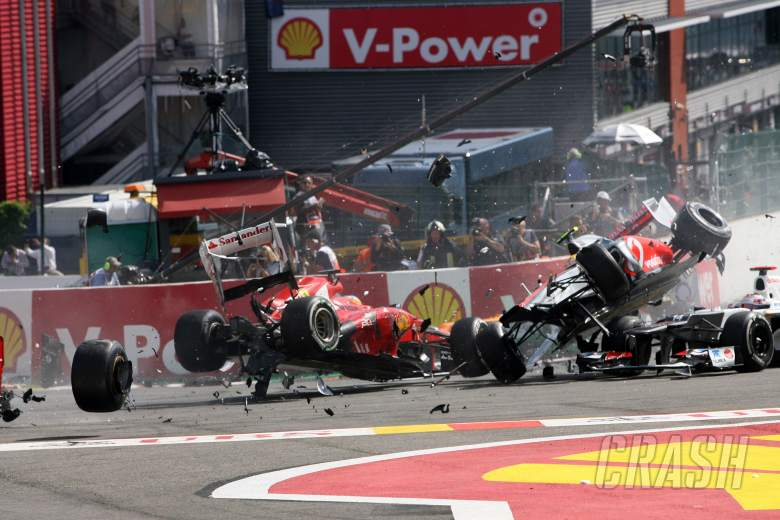 Button victorious, after shattering start at Spa | F1 | Race Report