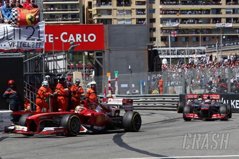 26.05.2013- Race, Fernando Alonso (ESP) Scuderia Ferrari F138 leads Jenson Button (GBR) McLaren Merc