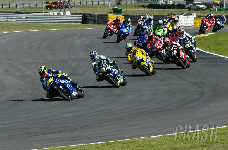 Rossi leads the chasing pack, South African MotoGP race 2004