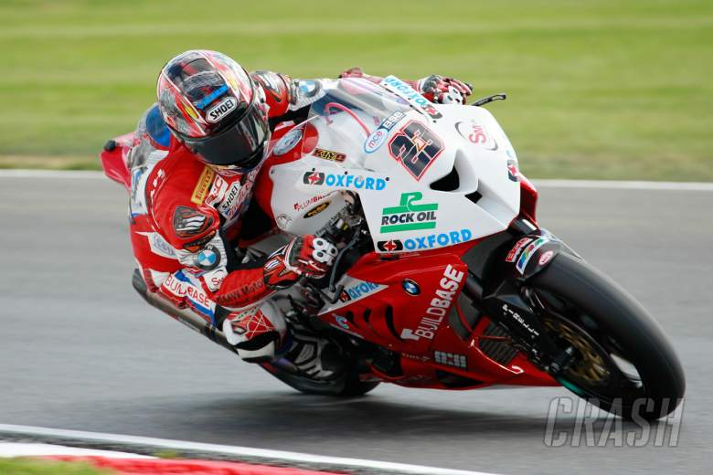 Kiyonari cements pole for Silverstone opener