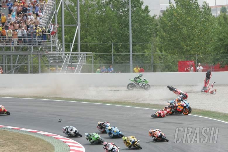 First Corner Crash, Catalunya MotoGP Race 2006