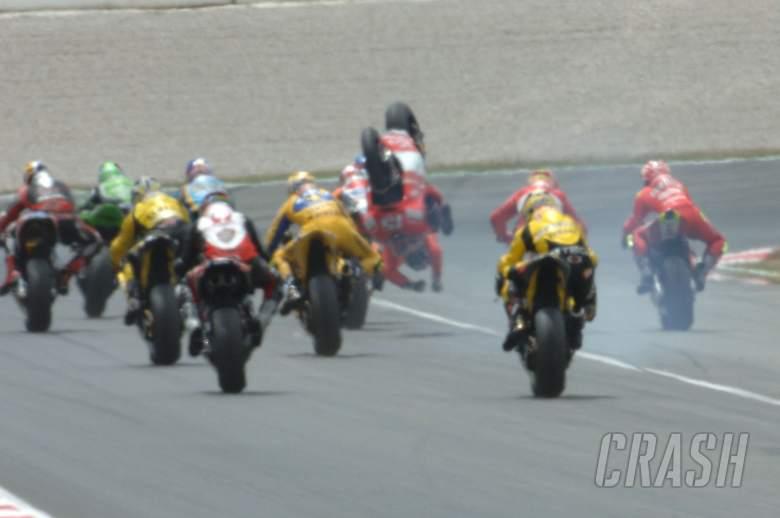Gibernau flips at start of first corner crash, Catalunya MotoGP Race 2006