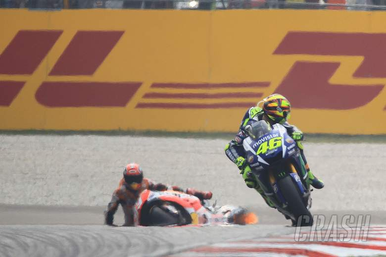 Rossi: I did not kick Marquez off